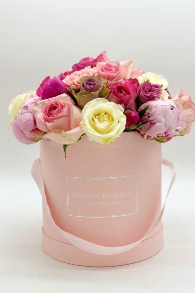 Lovely-spring-dream-un-regalo-colorato-per-la-tua-meravigliosa-mamma-un-mix-di-colori-peonie-e-rose