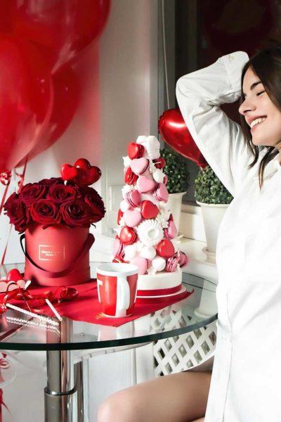 collezione-san-valentino-pretty-dream-rose-rosse-e-macarons-a-cuore