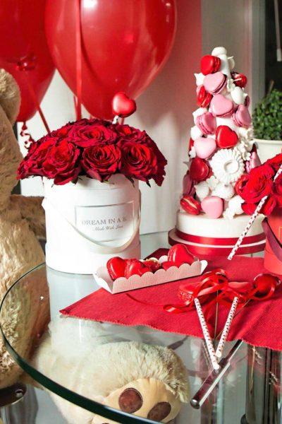 san-valentino-2020-pretty-dream-con-orso-ted-e-macarons-a-forma-di-cuore