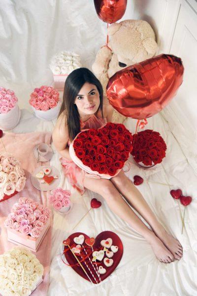 scatola di rose a forma di cuore per san valentino