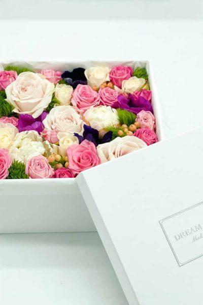 Secret-garden-box-medio-con-rose-anemoni-e-rose-spray