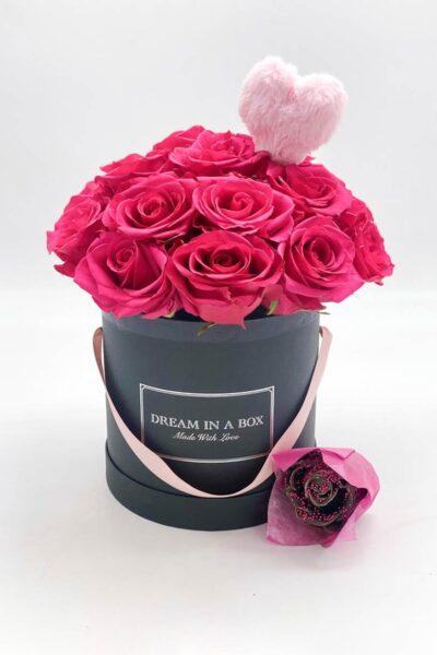 Lovely-dream-special-package-con-rose-fresche-fucsia-rosa-ricoperta-di-cera-color-cioccolato-e-pin-peluche-a-cuore