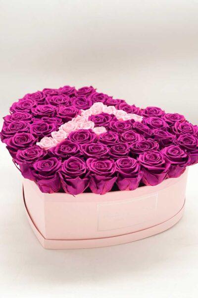 box-a-forma-di-cuore-con-rose-stabilizzate-e-lettera-iniziale-nome-mamma